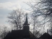 Printre pomi, biserica
